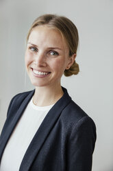 Portrait of smiling young businesswoman - MFF001850