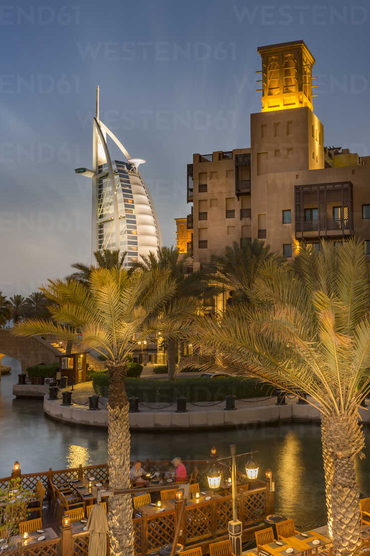 United Arab Emirates, Dubai, Burj al Arab Hotel and Souk Madinat at night - NK000284 - Stefan Kunert/Westend61