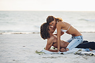 Romantic young couple on beach - CHAF000723
