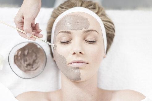 Cosmetician applying beauty mask - ZEF006470