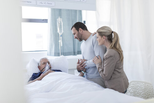 Couple visiting senior patient in hospital - ZEF006762