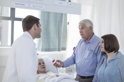Family and doctor visiting patient in hospital - ZEF006806