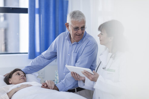 Senior man and doctor visiting patient in hospital - ZEF006771
