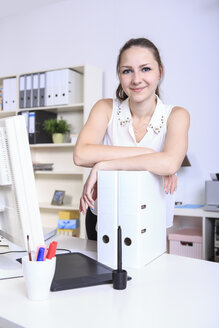 Portrait of young woman in the office - VTF000430