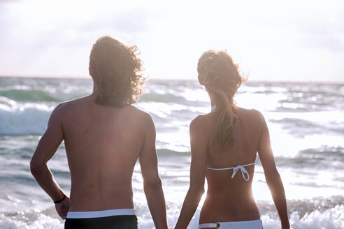 USA, Miami, back view of young couple standing in front of the sea - CHAF000835