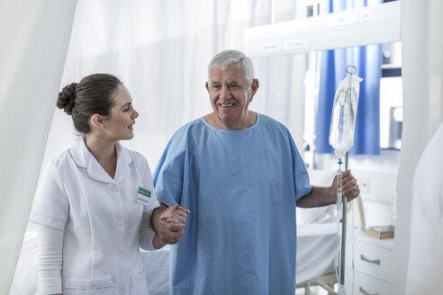 Nurse supporting senior patient in hospital - ZEF006837