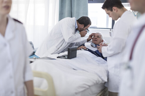 Doctors examining a patient in a hospital - ZEF006253