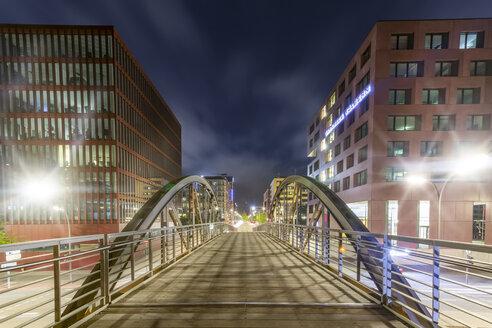 Germany, Hamburg, pedestrian Bridge between Speicherstadt and Hafencity at night - NKF000314