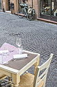 Italy, Ravenna, table of a restaurant standing on the pavement - DEGF000470