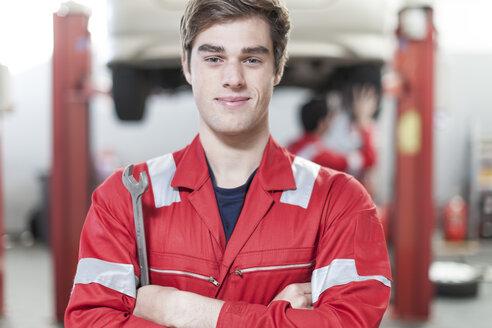 Car mechanic at work in repair garage - ZEF006968