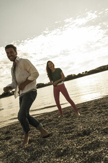 Happy young couple by the riverside - UUF004996