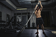 Physical athlete exercising with barbell - MADF000444