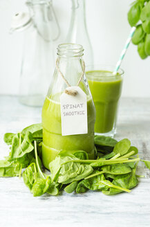 Glass bottle of spinach smoothie - ODF001143