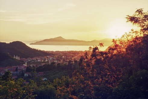 Italy, Liguria, view on Sestri Levante at sunset - DIKF000146