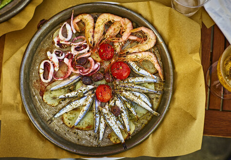 Fish dish Genoese on hot serving plate - DIKF000157
