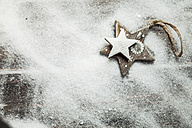 Christmas decoration on wood, wooden stars, artificial snow, copy space - SBDF002201