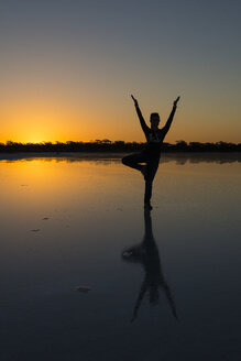Australia, South Australia, Gawler Ranges, Yoga at the Salt Lake - TOVF000008