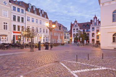 Germany, Wismar, market square at twilight - MSF004703