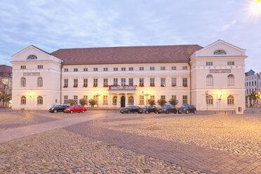 Germany, Wismar, city hall at twilight - MSF004705