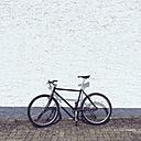 Bicycle at house wall - GCF000105