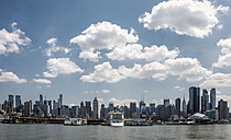 USA, New York City, View of Manhattan skyline and East River - ONF000850