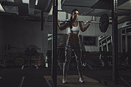 Female athlete prapring for deadlift - MADF000462