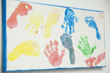 Canvas with footprints and handprints of children - MFRF000334
