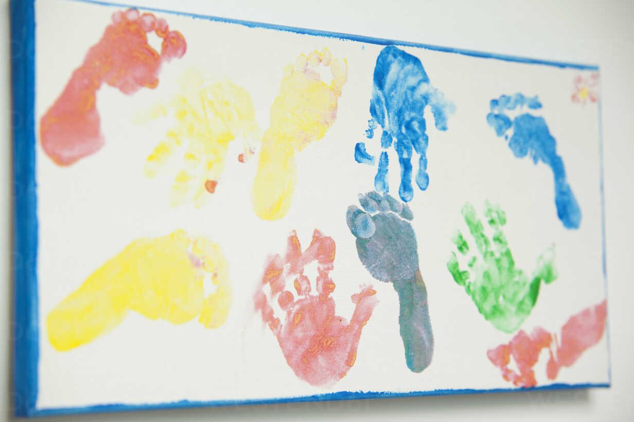 Canvas with footprints and handprints of children - MFRF000334 - Michelle Fraikin/Westend61