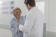 Doctor with elderly patient on hospital floor - ZEF007284