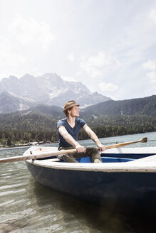 Germany, Bavaria, Eibsee, man in rowing boat on the lake - RBF003042