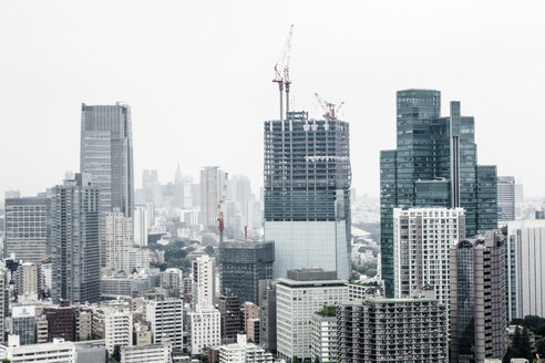 Japan, Tokyo, view to construction site on skyscraper - FL001160