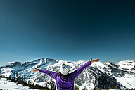 Austria, Altenmarkt-Zauchensee, woman with outstretched arms in mountainscape - HHF005361