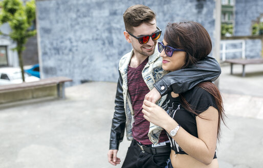 Spain, Gijon, young couple in love - MGOF000396