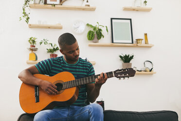 Man playing guitar at home - EBSF000851