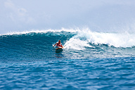 Maledives, South Male Atoll, surfing woman - FAF000066
