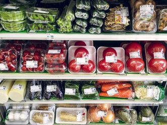Japan, packaged vegetables in supermarket - FL001179