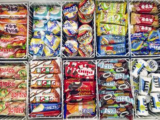 Japan, packaged icecream in supermarket - FL001180