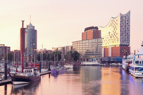 Germany, Hamburg, Elbphilharmonie and harbor in morning light - MSF004720