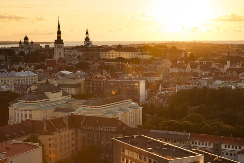 Estonia, Tallinn, Cityview at sunset - FCF000744