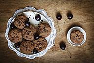 Vegan chocolate muffins with cherries - EVGF002107