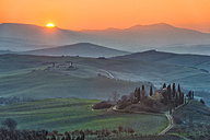 Italy, Tuscany, Val d'Orcia, view to rolling landscape at sunrise - LOMF000048