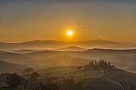 Italy, Tuscany, San Quirico d'Orcia,  view to rolling landscape at sunrise - LOMF000047