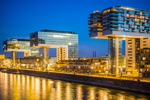 Germany, North Rhine-Westphalia, Cologne, Crane houses at Rheinau harbour by twilight - WGF000697