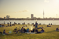 Germany, Hamburg, people relaxing at Aussenalster in the evening - GUF000133