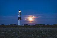 Germany, Sylt, Kampen, view to light house at moonlight - KEBF000237