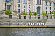 Germany, Berlin, Reichstag and memorial plaques of Wall victims - RJ000473