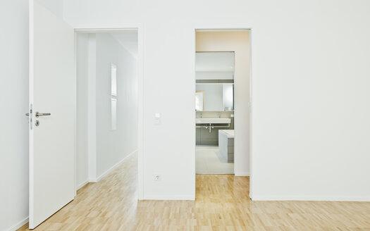 Corridor, room and bathroom - CHAF001047