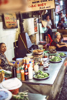 Vietnam, Hanoi, food stall by the roadside - EH000114