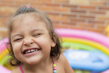 Portrait of laughing little girl - ERLF000009