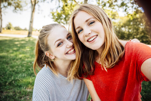 Two happy teenage girls taking a selfie - AIF000055